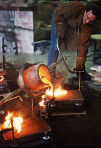 Foundry work, pouring molten metal